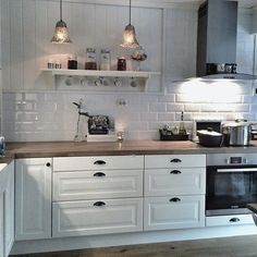 ikea kitchen at behindabluedoor behindabluedoor kitchen - PIPicStats Ikea Kitchen, Home Decor Kitchen, Interior Design Kitchen, Country Kitchen, Home Kitchens, Cozinha Shabby Chic, Cuisines Design, Küchen Design, Home Remodeling