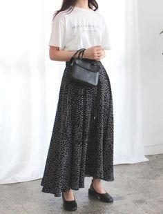 「秋まで着られる服」が狙い目♡LOCARI STOREザ・バーゲン2019の目玉アイテム - LOCARI(ロカリ) Midi Skirt, Skirts, Fashion, Moda, Midi Skirts, Fashion Styles, Skirt, Fashion Illustrations