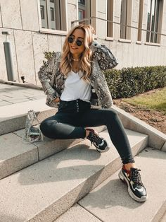 Snake Print Jacket, Ugly Sneaker Outfit, casual easy fashion 2019
