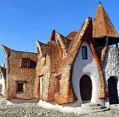 clay hotel - The 'Castelul de Lut' is a clay hotel in the Romanian city of Sibiu that looks like a miniature castle. The hotel was designed by the. Hobbit Hotel, Beautiful Buildings, Beautiful Places, Saint Marin, Romania Travel, Italy Holidays, Voyage Europe, Natural Building, Green Building