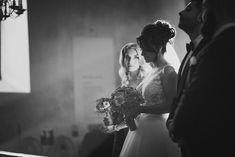 [ Juliet  George ] Stillsamt fönstret bakom bruden lyser upp hennes omgivning och lämnar oss med en underbar ljusstråle runt om henne    @augustjarpemophotography. #augustjarpemo.  @swedishwedding @nordiskabrollop @brollopsfeber @nikonsverige @fototraffen  #love #beauty #beautifulbride #wedding #weddingday  #weddingbride #weddingdress  #weddingphoto #weddingflower #weddingmoment #bröllop  #bröllopsfoto #bröllopsfotograf #bröllopsklänning #bröllopsfotografer #uppsalafotograf #fotografuppsala…