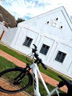 Bratislava, Sidewalk, Bicycle, Sport, Sailing, Swim, Public Bathing, Biking, Bicycle Kick