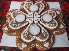 Christmas Gingerbread House, Gingerbread Cookies, Christmas Cookies, Christmas Holidays, Christmas Decorations, Christmas Ornaments, Advent Wreath, Food Decoration, Royal Icing