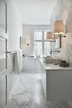 Luxurious and elegant bathroom marble is the dominant material. Marble Countertops Bathroom, Bathroom Cabinetry, Bathroom Renos, Bathroom Remodeling, Modern Bathroom Decor, Classic Bathroom, Bathroom Interior Design, Bathroom Inspo, White Marble Bathrooms