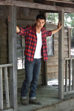 Taylor Lautner, teen heartthrob of The Twighlight Saga, sports a plaid look. Taylor Lautner, Jacob Black Twilight, Twilight Saga, Cameron Boyce, New Moon, Attractive Men, Celebrity Pictures, Celebrity Guys, Hot Boys