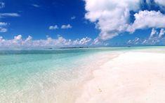 Thulusdhoo-spiaggia-bianca-mare-azzurro-cielo-blu