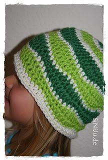 Wellenmuster Häkelmütze                                                                                                                                                                                 Mehr Crochet Baby Hats, Crochet Beanie, Crochet Clothes, Knit Crochet, Baby Knitting Patterns, Crochet Patterns, Diy Hat, Cool Baby Stuff, Crochet Crafts