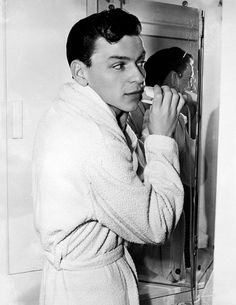 Forever Frank Sinatra : Photographed in Nancy Sinatra, Classic Hollywood, Old Hollywood, Young Frank Sinatra, Jerry Lewis, Gene Kelly, Dean Martin, New Jersey, Blue Eyes