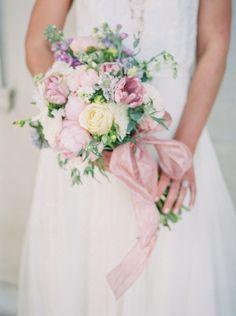 Spring bouquet: http://www.stylemepretty.com/2015/06/12/organic-elegant-spring-wedding-inspiration/ | Photography: Stacy Bauer - http://www.stacybauerphotography.com/