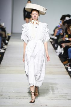 SFW : Seoul Fashion Week YCH SS19 Runway Fashion, Fashion Show, Womens Fashion, Seoul Fashion, Fashion Design, Korean Brands, Daily Look, White Outfits, Cotton Dresses