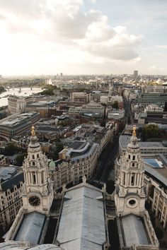 London view over St. Paul Cathedral