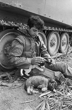 Vietnam War Photo member of A Troop Cav Infantry whit dogs 537 Old Pictures, Old Photos, Vintage Photographs, Vintage Photos, South Vietnam, Laos Vietnam, Vietnam Country, Vietnam War Photos, Vietnam History