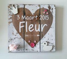 Bekijk de foto van Maura_l met als titel Mooi geboortebord, hout. Ook prima zelf te maken. en andere inspirerende plaatjes op Welke.nl.