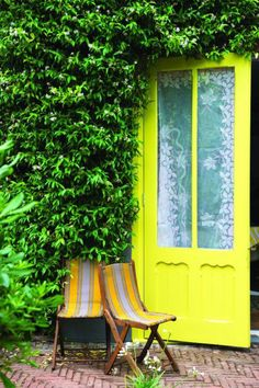 Farrow & Ball recently launched their spring exterior paint range in all its glory, filled with inspirational ideas for outdoor spaces big and small. Farrow Ball, Decorating Tips, Decorating Your Home, Outdoor Paint, Outdoor Decor, Outdoor Ideas, Outdoor Spaces, Outdoor Living, Yellow Front Doors