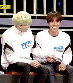 """#wattpad #de-todo ❝Razones para Shippear YoonSeok.❞  """"¿Yoonseok? ¿Qué es eso? ¿Se come?""""  No amigo mío, el Yoonseok es la Couple que pocos notan y que es hermosa.  YoonGi + HoSeok.  Si no shipeas el YoonSeok, estas razones te pueden hacer que empieces a Shippearlo.  ¡Welcome!  ✧Primer """"Reasons To Ship YoonSeok"""" en w..."""