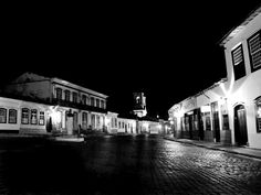 Centro histórico de São João del Rei em Minas #Gerais - Foto em preto e branco #bw.
