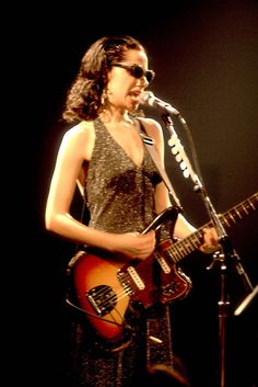 PJ Harvey has a new album The Hope Six Demolition Project. take you through her best on stage looks. Female Rock Stars, Female Guitarist, Music Images, Cool Style, My Style, Punk, Great Women, 90s Fashion, Lady
