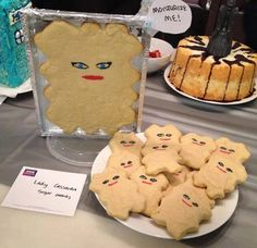 Top 10 Best Doctor Who Party Food Ideas -- Cassandra Cookies I don't know whether to put this into my nerd or recipe board haha.