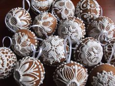 Royal Icing Cookies, Xmas Ornaments, Holiday Cookies, Cupcakes, Gingerbread Houses, Desserts, Cake Pop, Christmas, Dessert Ideas