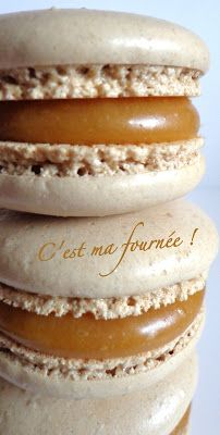 Macarons caramel beurre salé (Felder) My favorites :) Salted Butter, Chefs, French Macaroons, Macaroon Recipes, Thermomix Desserts, Delicious Deserts, Irish Recipes, French Pastries, Desserts