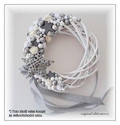 Decor Crafts, Christmas Crafts, Home Decor, Diy Wreath, Wreaths, Christmas Flowers, Outdoor Christmas Decorations, Advent, Silver