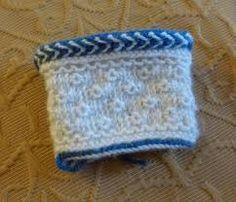 Billedresultat for twined knitting Knit Mittens, Knitted Gloves, Wrist Warmers, Hand Warmers, Yarn Ball, Fair Isle Knitting, Twine, Tatting, Knit Crochet