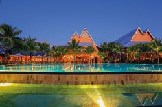 Beachcomber owner of the best hotels, resorts and villas in Mauritius, Seychelles and French Riviera. Villas In Mauritius, Places Around The World, Around The Worlds, Beach Villa, Wedding Honeymoons, Destin Beach, Beach Holiday, Resort Spa, Best Hotels