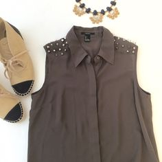 Forever 21 Spikey sleeveless blouse One stud missing on the left shoulder but not noticeable. Army green Forever 21 Tops Blouses