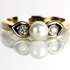The Hopeless Romantic, Gorgeous Pearl Ring with Diamond Accents