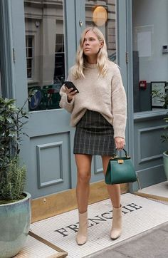8 high street pieces that we have seen at London Fashion Week . , high street pieces that we have seen at London Fashion Week . Winter Outfits For Teen Girls, Fall Winter Outfits, Autumn Winter Fashion, Dress Winter, Winter Skirt, Autumn Style, Autumn Casual Outfits, Mini Skirt Outfit Winter, Autumn Look