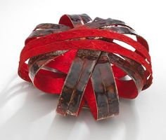 Annamaria Zanella brooch - Galerie Noel Guyomarch – Broche, Red Cage, 2011 Argent, émail, or, pigment, resin - 7.3 x 7 x 3.5 cm