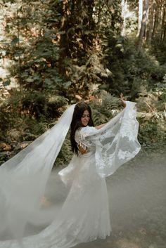 Rose Photography, Wedding Photography Poses, Wedding Photography Inspiration, Wedding Portraits, Elopement Inspiration, Style Inspiration, Woods Wedding Ceremony, Woodsy Wedding, Wedding Ideas