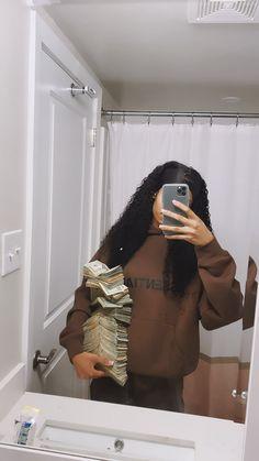 Money Girl, Mo Money, How To Get Money, Boujee Aesthetic, Black Girl Aesthetic, Money On My Mind, Gangster Girl, Money Stacks, Billionaire Lifestyle