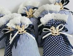 35 Ideas For Baby Shower Souvenirs Recuerdos Gifts Lavender Crafts, Lavender Bags, Lavender Sachets, Baby Shower Souvenirs, Baby Shower Favors, Baby Shower Parties, Sewing Crafts, Sewing Projects, Fabric Gift Bags