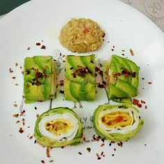Gd morning Lightning Thunder Raining Saturday ... it's Breakkie time .. #Homemade #AvocadoSushiRoll #AvocadoRoll #AvocadoSushi ... w Eggs & Tuna in Olive oil mix w alittle Mayo Spread .. 3rd attempt .. Finally got the correct ripeness of Avocado to be able to cut thinly for this wrapping this timeSatisfied  #Oishi ... #LCHF way .. Rice-less. . #LowCarbHighFat #keto #ketosis #ketogenic #ketosis_lifestyle #ketofood #ketodiet #ketomeal #food #foodie #foodstagram #foodphotography #foodlovers…