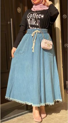 Modest Fashion Hijab, Korean Fashion Dress, Muslim Fashion, Fashion Dresses, Arabic Tattoo Quotes, Tokyo Ghoul Wallpapers, Princess Ball Gowns, Amazing Women, Nature Photography