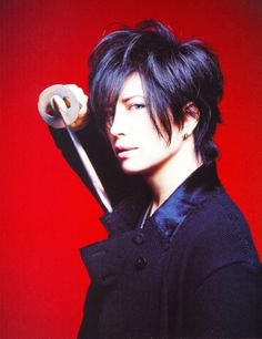 *Backs up a bit* Dun hurt me GACKTO-San... (0~0) Gackt, Rock Artists, Asian Actors, Visual Kei, Itachi, Japanese Fashion, Record Producer, Hyde, Akira