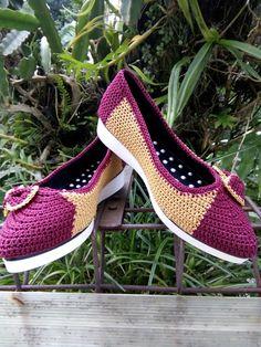 Sepatu Knit Shoes, Crochet Shoes, Crochet Slippers, Crochet Clothes, Shoe Boots, Shoes Sandals, Slipper Socks, Crochet Videos, Crochet Fashion