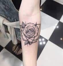 99 Girly Tattoos to Think about for 2017 Rose am Unterarm von Diego Monteiro Girly Tattoos, Miami Ink Tattoos, Fake Tattoos, Mini Tattoos, Unique Tattoos, Beautiful Tattoos, Body Art Tattoos, Small Tattoos, Sleeve Tattoos