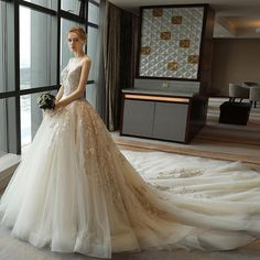 Bride Dresses High Quality with flower pattern and court train