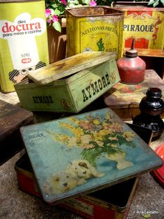 Latas velhas e trecos antigos Decoupage, Vintage Tins, Tin Boxes, Retro, Antiques, Jars, Ideas, Anos 60, Etchings