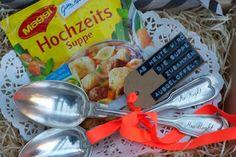 DIY idea from Johanna Rundel www.lieschen-heir … DIY idea from Johanna Rundel www. Wedding Gifts For Newlyweds, Diy Wedding Gifts, Newlywed Gifts, Diy Gifts Paper, Ideias Diy, Diy Mask, Homemade Gifts, Cute Gifts, Getting Married