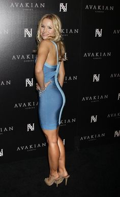Curvy Outfits, Sexy Outfits, Sexy Dresses, Short Dresses, Kristen Bell, Beautiful Christina, Blonde Actresses, Jennifer Aniston Style, Beautiful Buttocks