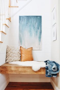 DIY Floating Bench + Modern Farmhouse Finish - City Farmhouse DIY Floating Bench + Modern Farmhouse Finish - City Farmhouse I came back fr. Ideas Mancave, City Farmhouse, Modern Farmhouse, Farmhouse Bench, Rustic Modern, Modern Decor, Rustic Bench, Modern Country, Country Farmhouse