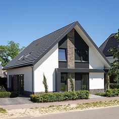 Moderne vrijstaande woning in Twente -------------------------------------------------- Fotograaf @jan_duker_fotograaf -------------------------------------------------- #nieuwbouwwoning #vrijstaandewoning #woonhuis #nieuwbouwhuis #nieuwbouwproject #architecten #architectuur #architectenbureau #architectenBNA #ALarchitectuur #ALarchitecten -------------------------------------------------- #homedesign #houseproject #residentialarchitecture #designbuild #residentialdesign… Bungalows, Modern Barn House, House Cladding, Bungalow Exterior, Front Porch Design, Home Exterior Makeover, Best Tiny House, House Tiles, Architectural Design House Plans