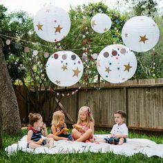 How to transform plain paper lanterns with a few simple materials. Perfect for an outdoor party like this sweet kids' summer picnic!
