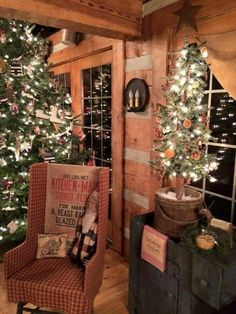 Nice 39 Superb Primitive Country Christmas Trees Ideas To Copy Right Now. Primitive Christmas Decorating, Primitive Country Christmas, Country Christmas Trees, Cabin Christmas, Christmas Love, Vintage Christmas, Christmas Decorations, Christmas Images, Christmas Ideas