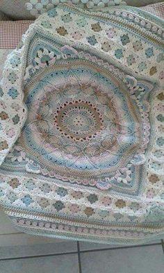 Transcendent Crochet a Solid Granny Square Ideas. Inconceivable Crochet a Solid Granny Square Ideas. Crochet Motifs, Afghan Crochet Patterns, Crochet Squares, Crochet Granny, Crochet Stitches, Knitting Patterns, Granny Squares, Rug Patterns, Square Patterns