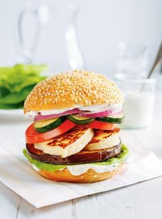 Végé burger au fromage grillé #ricardo #vegetarian #meatless