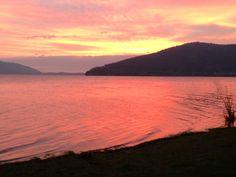 Lago Lanalhue al cálido atardecer, Chile